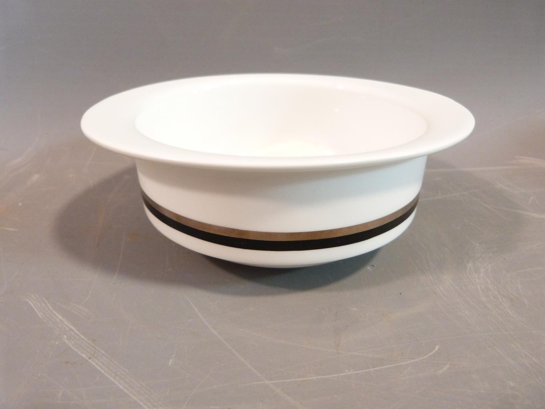 Lot 24 - A Wedgwood Susie Cooper part dinner service, design Charisma. Largest oval platter 35.5 cm.
