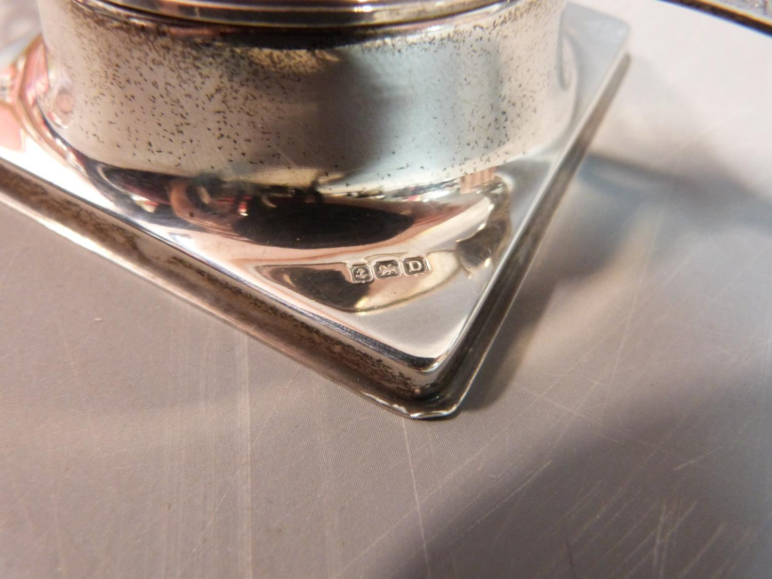 Lot 5 - A silver tea strainer and stand, SL for William Suckling Ltd, Birmingham, 1928. Stylized pierced