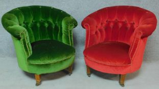 A pair of Victorian mahogany framed buttoned back tub armchairs on turned tapering supports. H.72cm