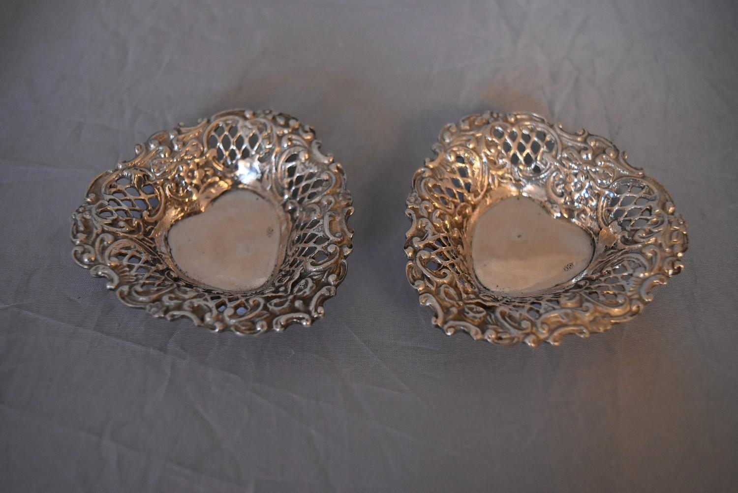 A pair of Continental pierced silver heart shaped bon bon dishes, marked 800. (97g)