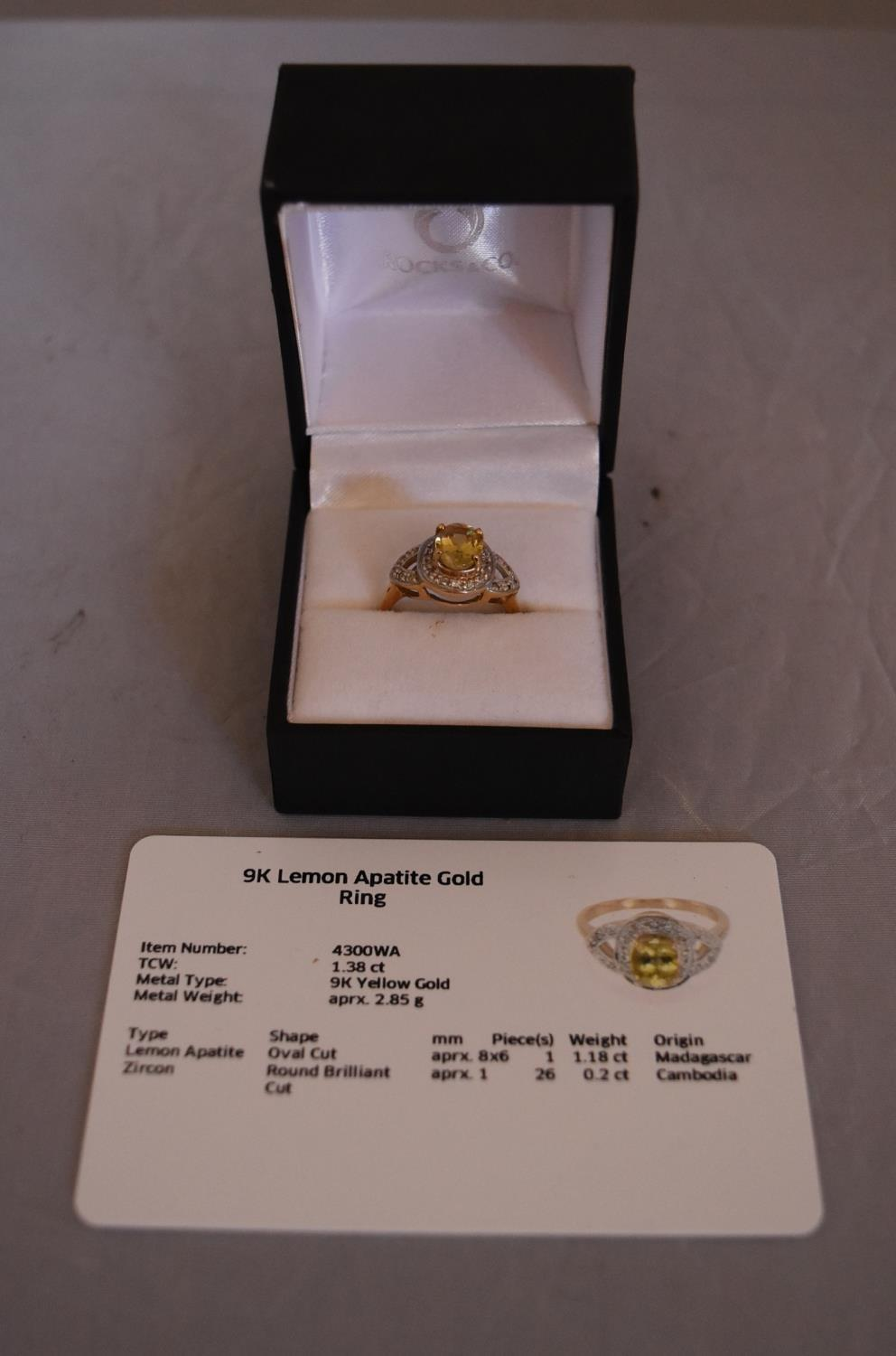 A modern Lemon apatite and zircon cluster ring. Set to centre with an oval mixed cut Lemon Apatite - Image 2 of 6
