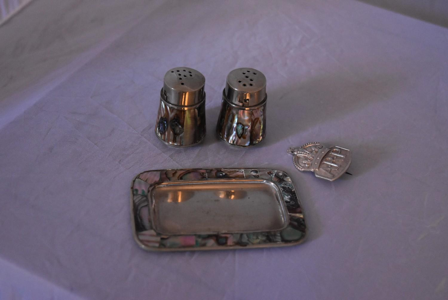 A collection of silver and white metal iterms items, to include matching Mexican white metal salt