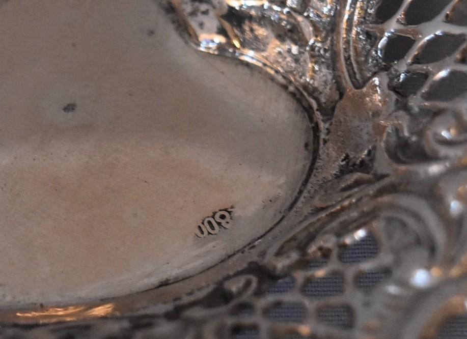 A pair of Continental pierced silver heart shaped bon bon dishes, marked 800. (97g) - Image 5 of 5