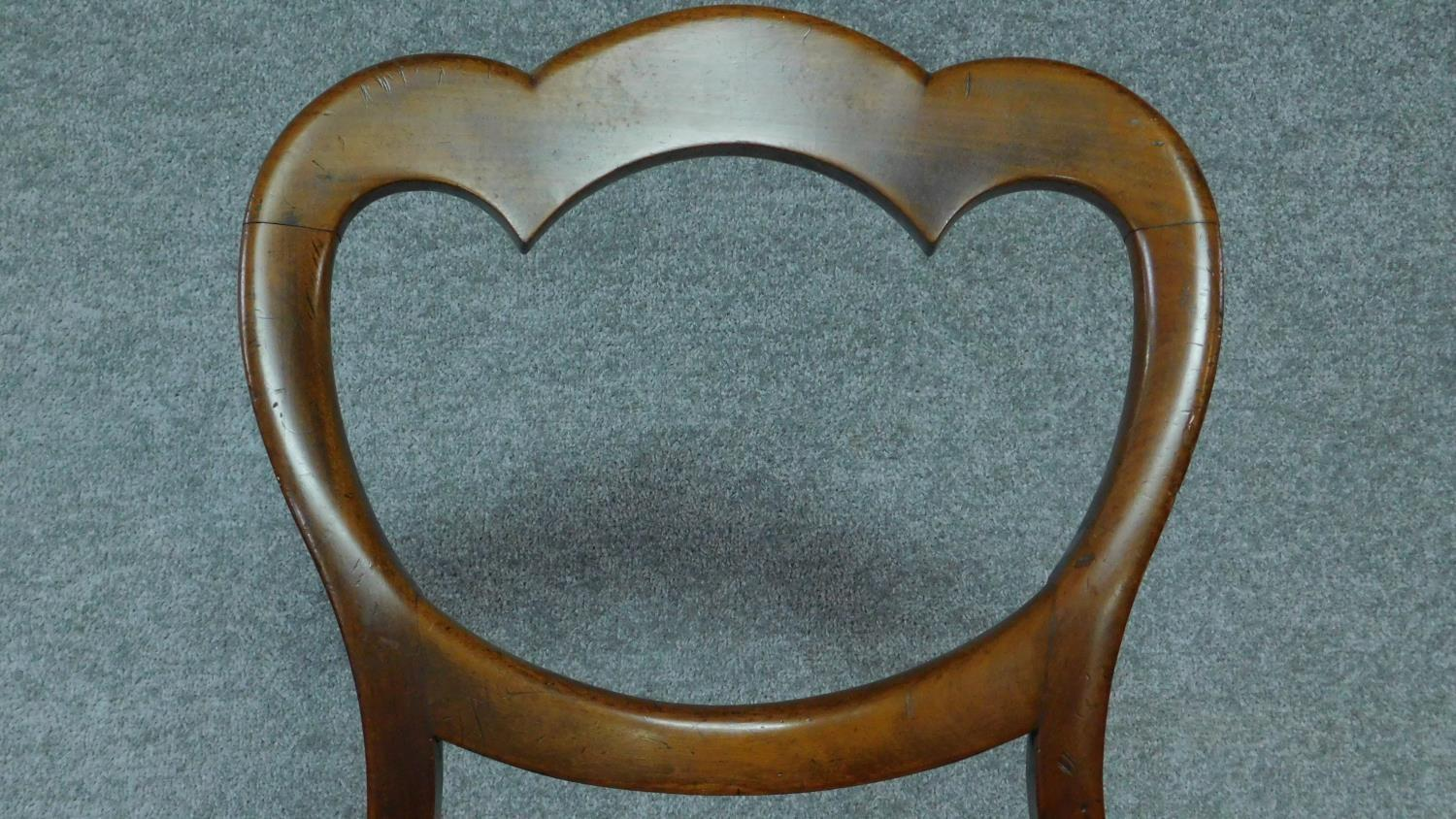 A set of six mid Victorian mahogany shaped back dining chairs raised on bulbous turned supports. - Image 4 of 7