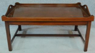 A Georgian style mahogany butler's tray on stand. H.47 W.92 D.61cm