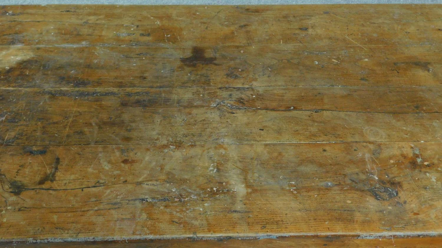 An antique oak planked top refectory dining table with cleated ends and twin end drawers on square - Image 6 of 6