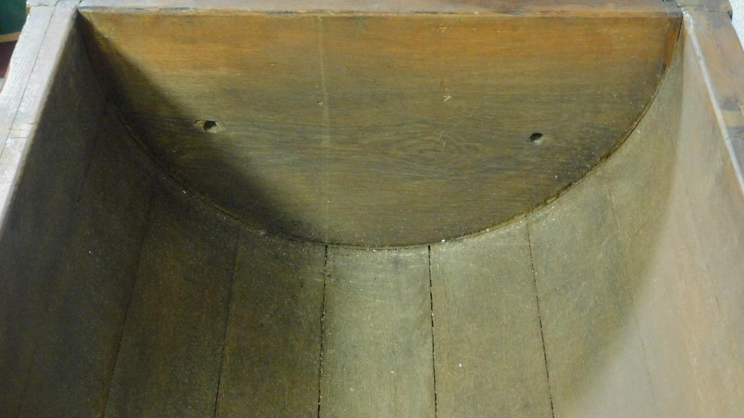 An antique oak dining table with planked lift up top and dough bin fitted to underside. H.74 W.171 - Image 5 of 5
