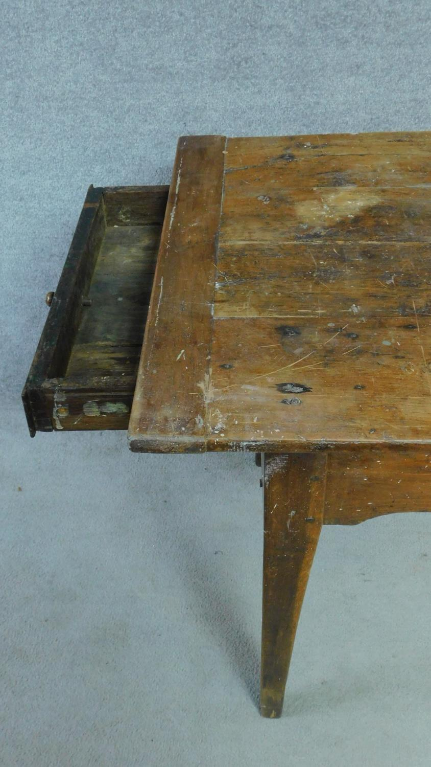An antique oak planked top refectory dining table with cleated ends and twin end drawers on square - Image 5 of 6