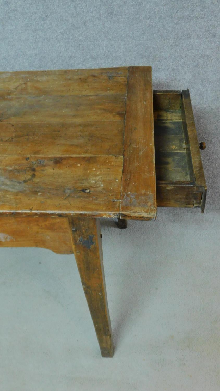 An antique oak planked top refectory dining table with cleated ends and twin end drawers on square - Image 4 of 6