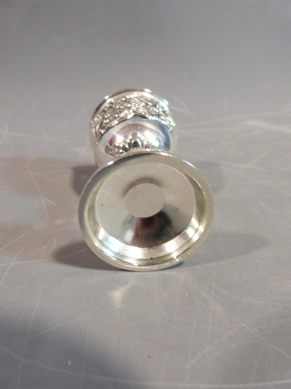 A set of six white metal silea vine design kiddush cups. H.8cm. - Image 4 of 4