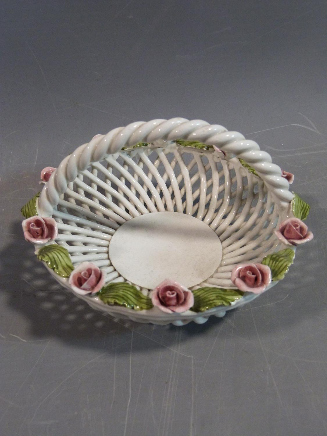 A collection of studio pottery. Including an antique ceramic jelly mould, woven Italian ceramic - Image 4 of 14