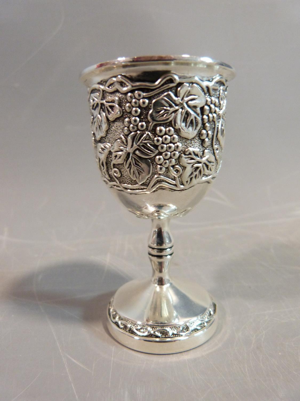 A set of six white metal silea vine design kiddush cups. H.8cm. - Image 3 of 4