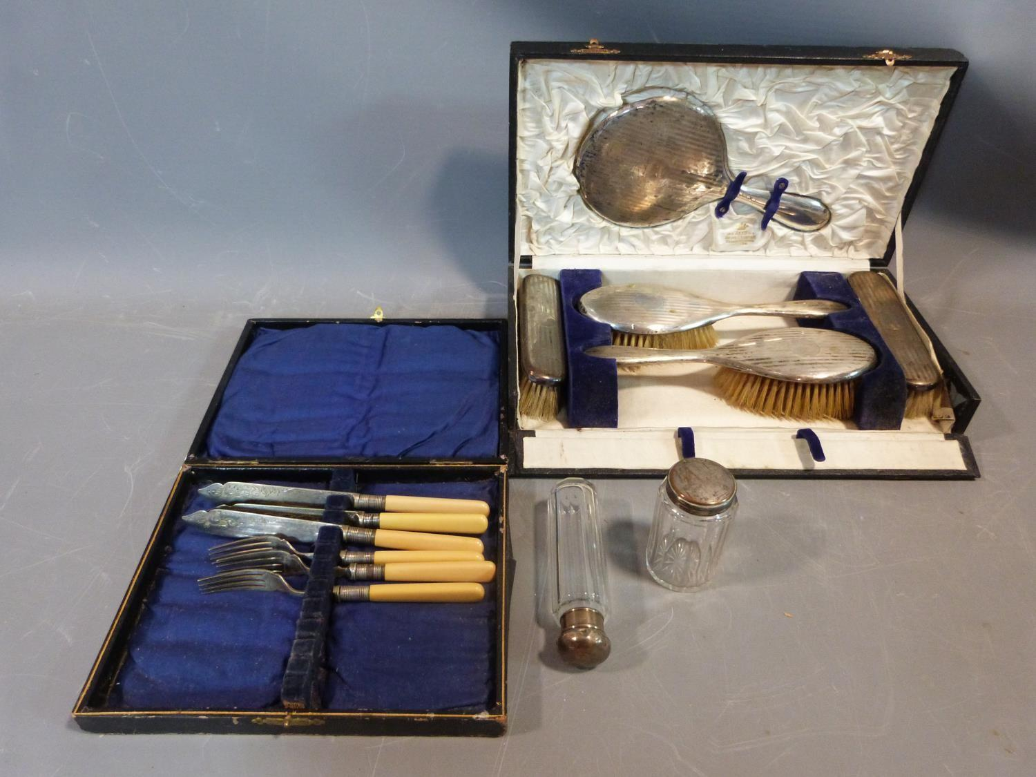 Cased silver brush set and silver plate items. Hallmarked: 1925, Birmingham, S star B for Synyer &