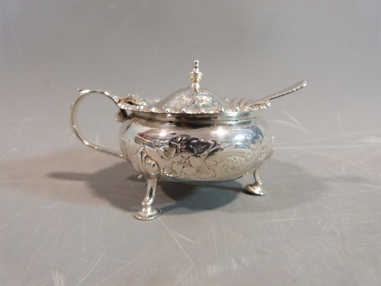 A silver floral cruet set. Hallmarked: CSG & Co. for Charles S Green & Co Ltd, Birmingham, 1954. Not - Image 7 of 11