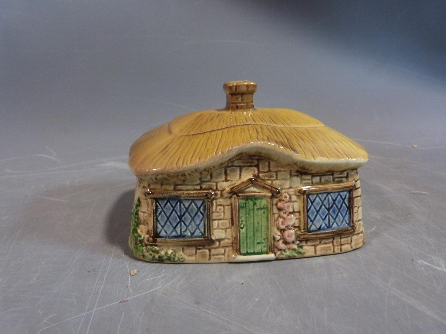 Collection of ceramics. Including a sylvac pottery butter dish in the form of a thatched cottage, - Image 5 of 14