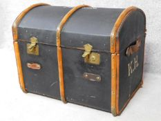 An antique teak and brass bound steamer trunk with twin leather carrying handles. H.62 W.80 D.53cm