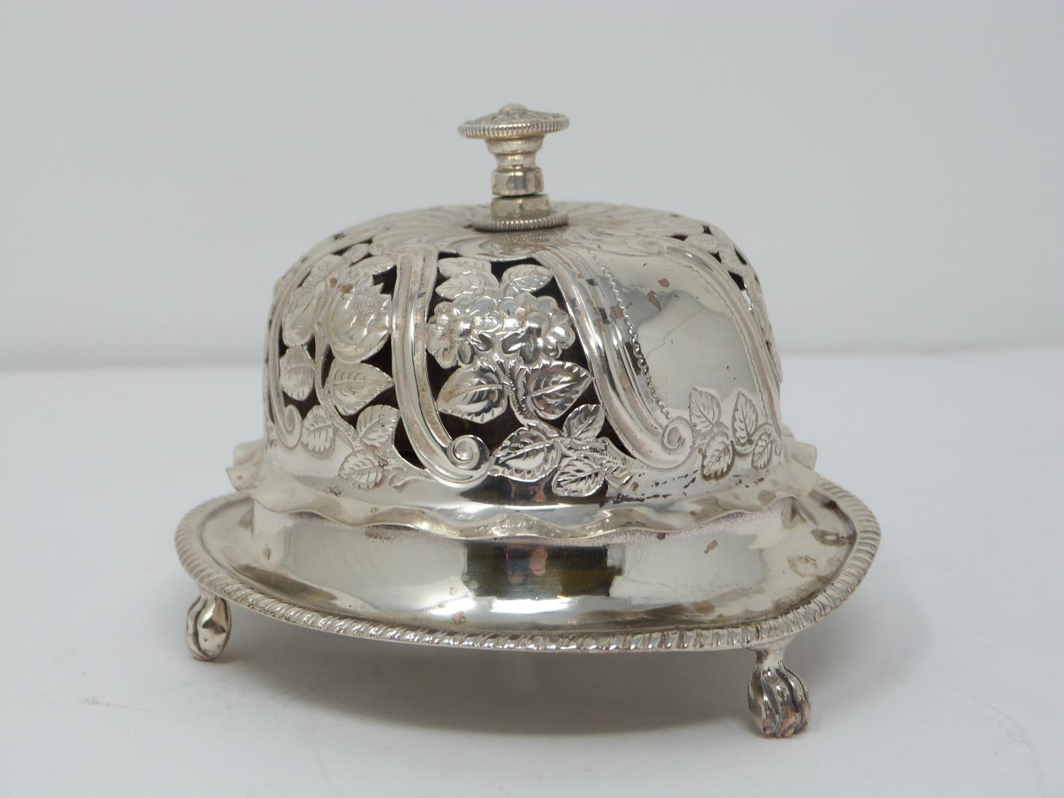 A Victorian silver pierced desk bell with stylised floral design and stylised four petal flower to - Image 2 of 6