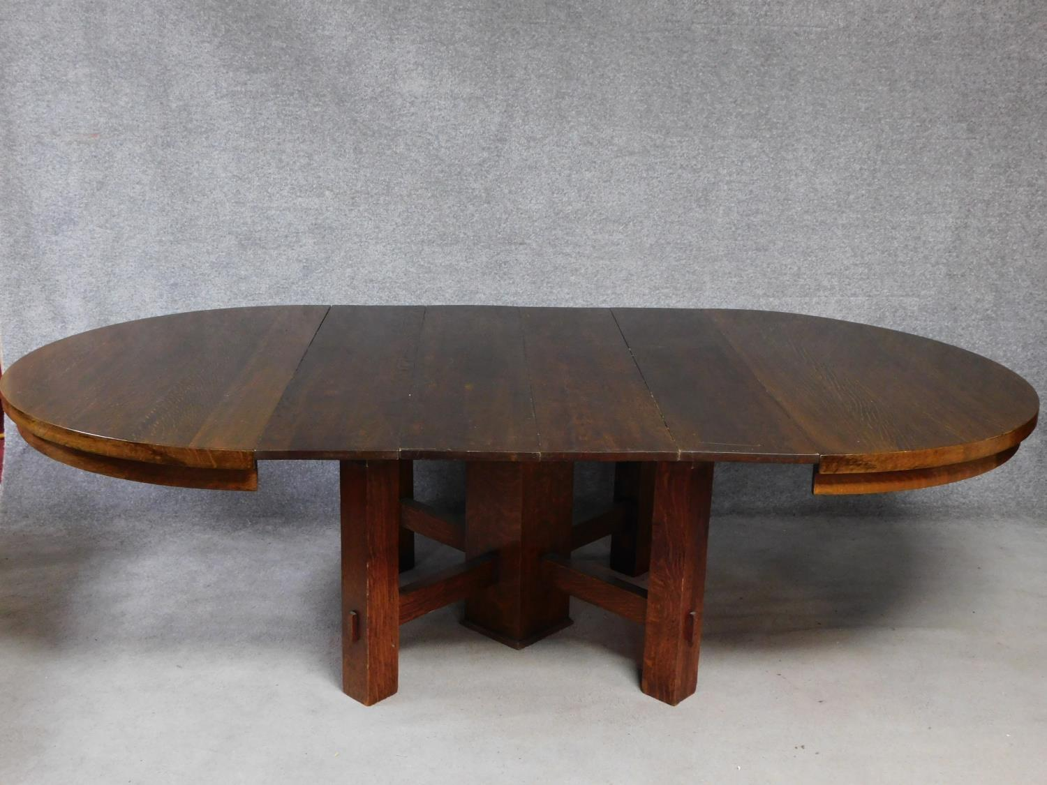 An American Arts and Crafts Mission style oak extending table with four extra leaves. H.72 W.249 D.