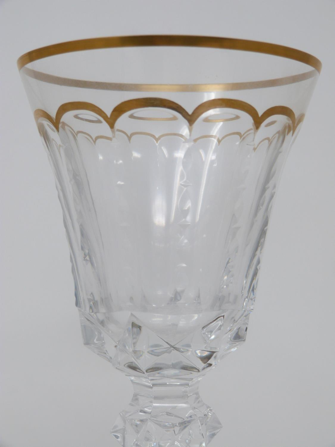 A set of eleven St Louis Excellence crystal large wine glasses, with gilded scalloped detailing - Image 3 of 4