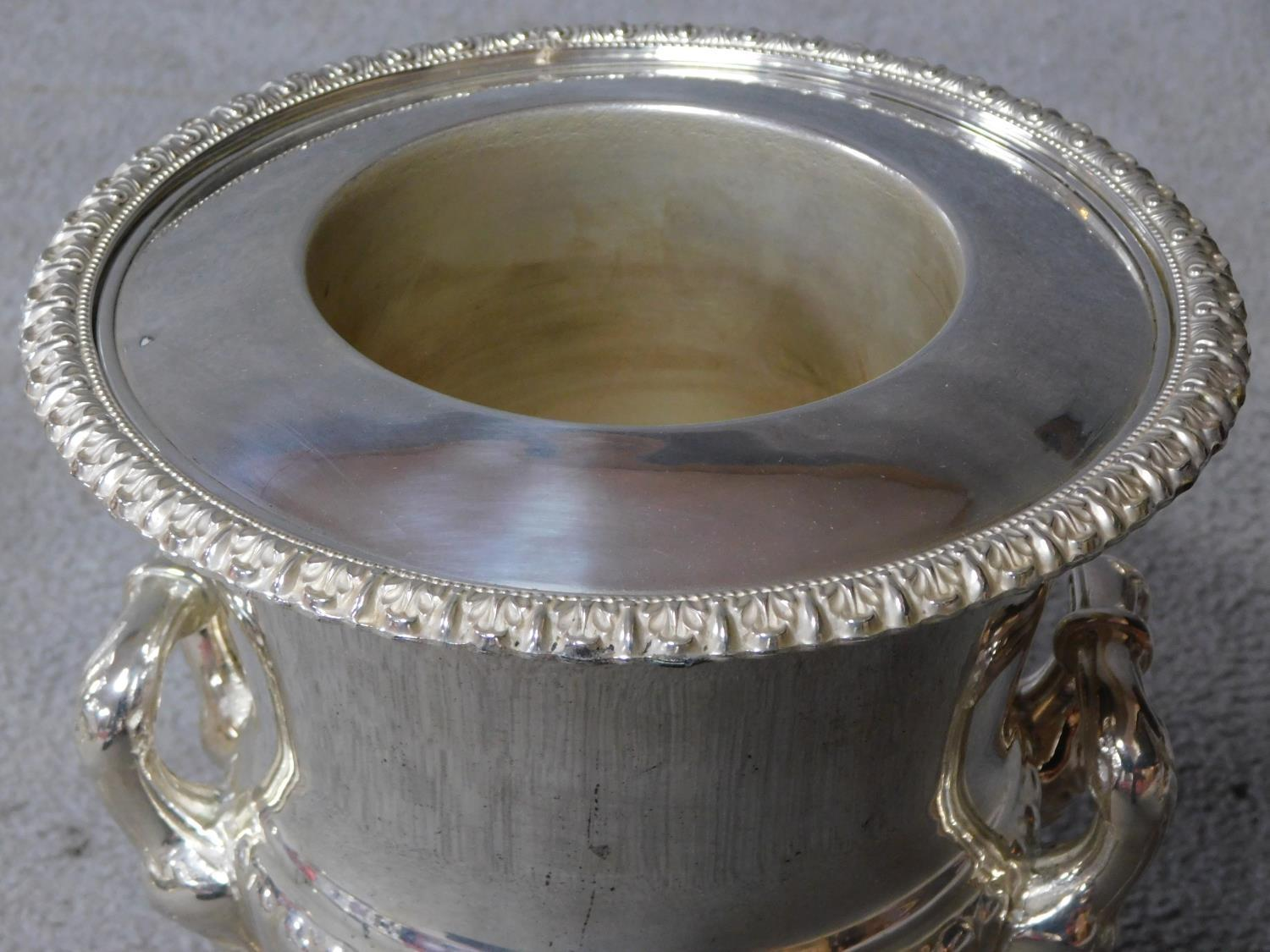 A pair of antique Old Regency Sheffield silver plated wine coolers by Henry Wilkinson and Co. with - Image 3 of 6