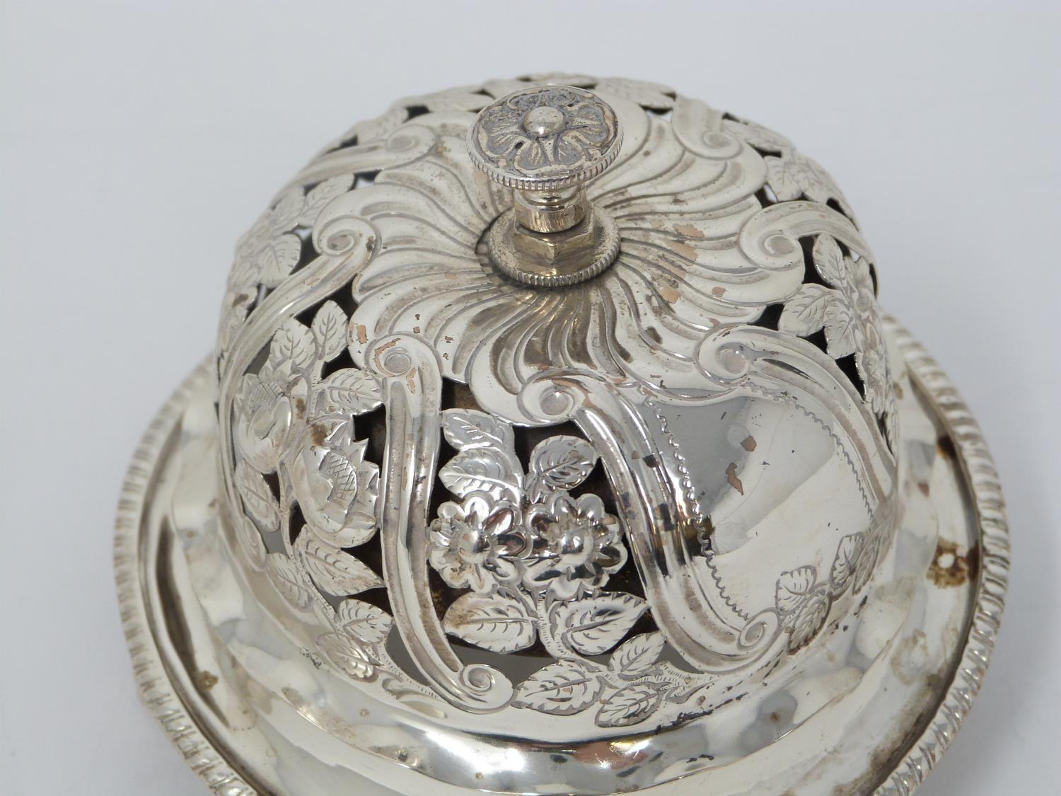 A Victorian silver pierced desk bell with stylised floral design and stylised four petal flower to - Image 3 of 6