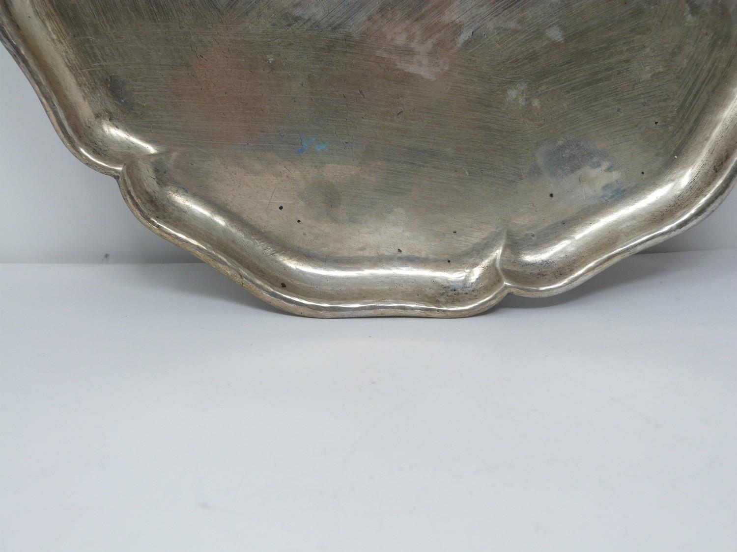 A German silver tray with scalloped edge. Stamped to the base with German hallmarks, 830S. - Image 2 of 4