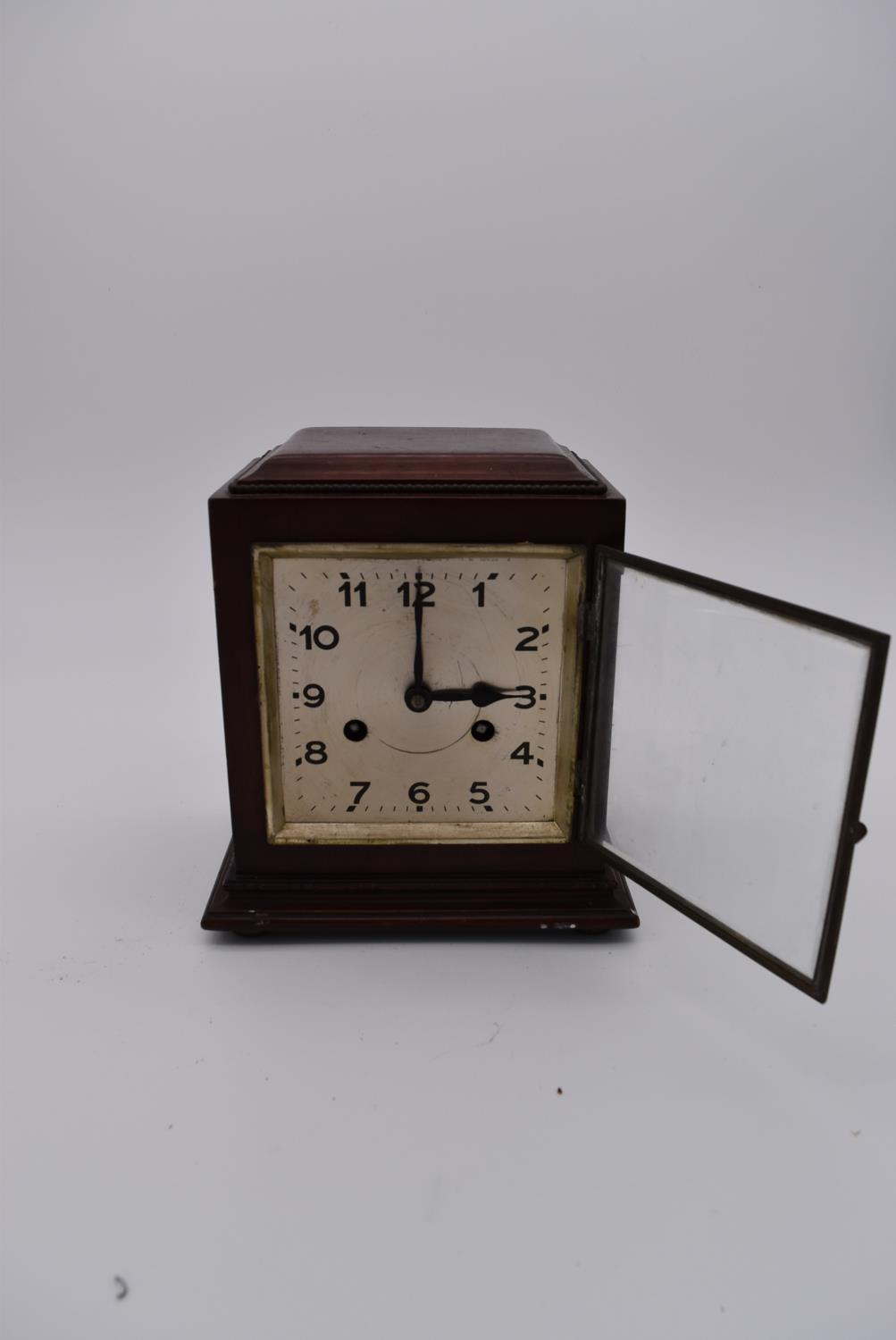 A collection of six various early to mid 20th century mantel clocks. H.23x18cm - Image 3 of 6
