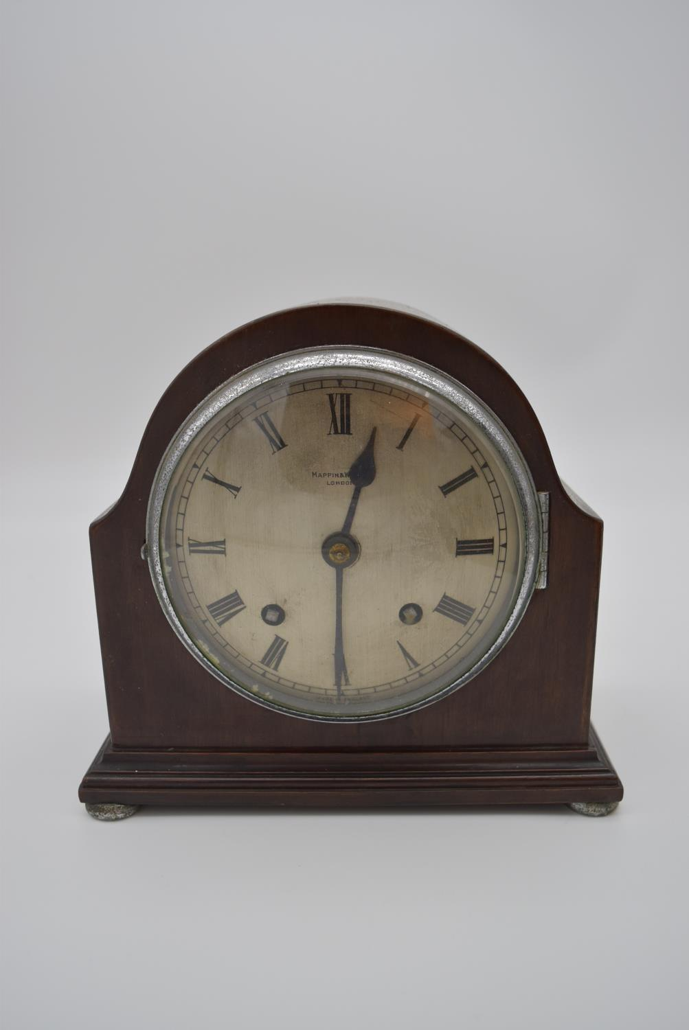 An oak cased bracket clock with brass dial and gilt metal pierced detailing to the corners and - Image 2 of 10
