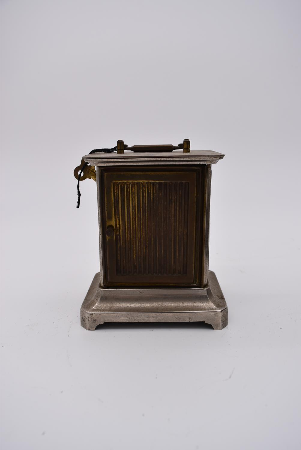 A brass cased carriage clock with engraved brass front with scrolling design and white enamel dial - Image 4 of 8