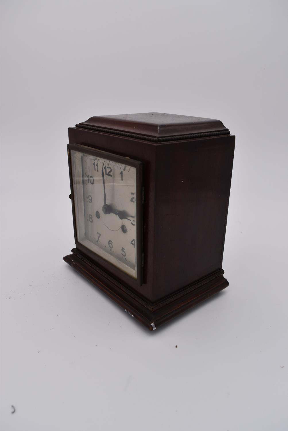 A collection of six various early to mid 20th century mantel clocks. H.23x18cm - Image 4 of 6