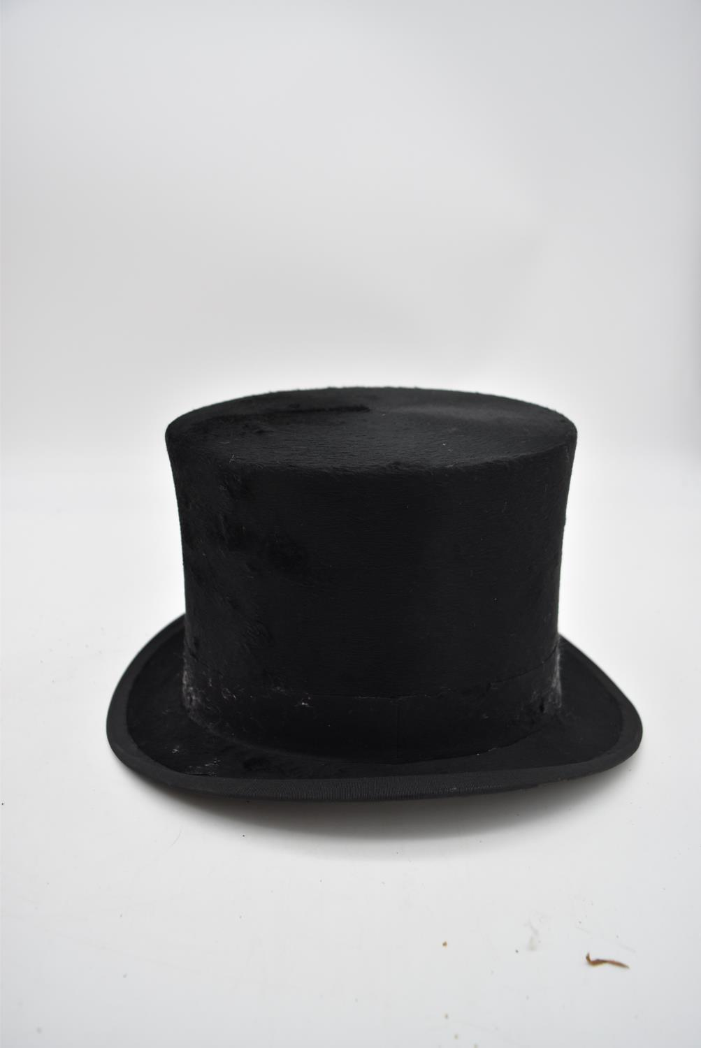 A silk top hat by Christy's London in fitted leather carrying case. H.30x35cm (box) - Image 6 of 8