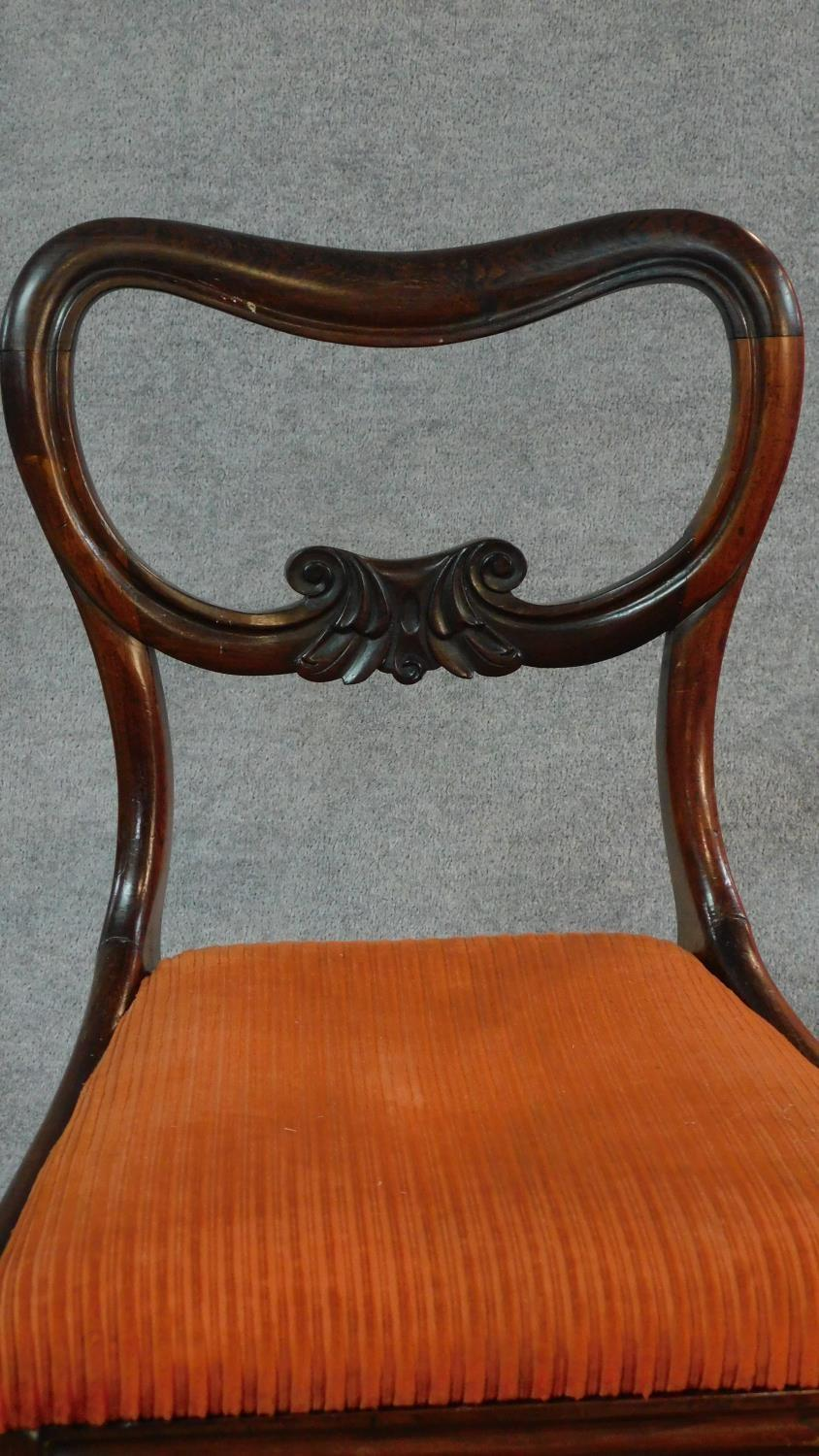 A set of six Victorian rosewood kidney shaped back dining chairs with drop in seats on carved - Image 3 of 5