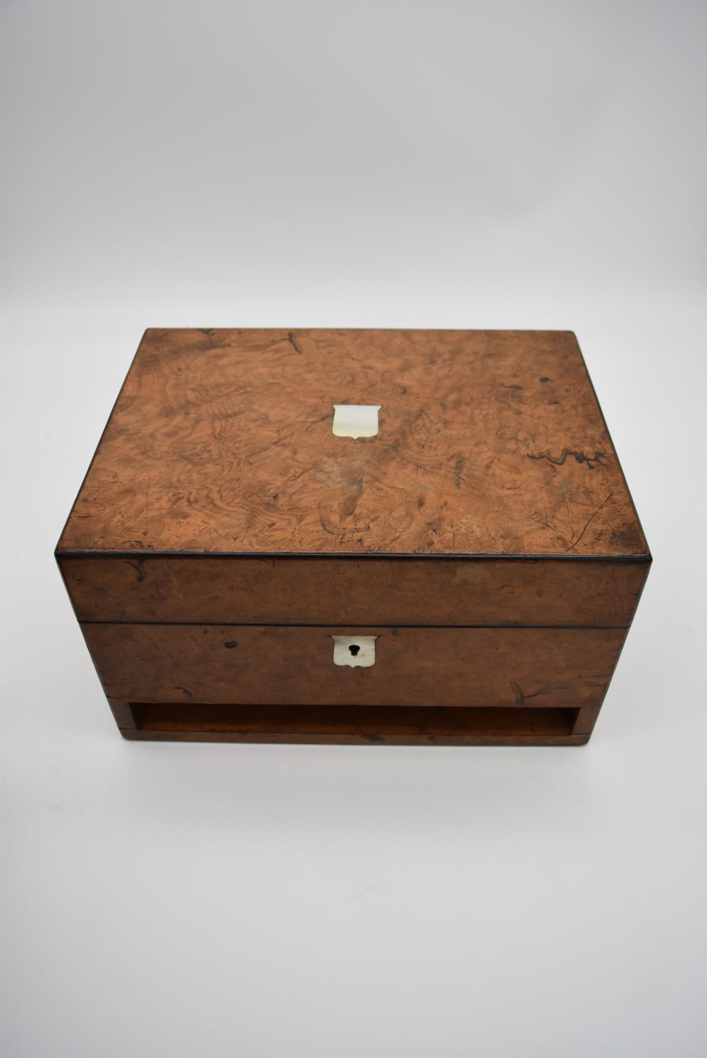 A 19th century burr walnut fitted vanity box (drawer missing) with mother of pearl shield shaped - Image 7 of 7