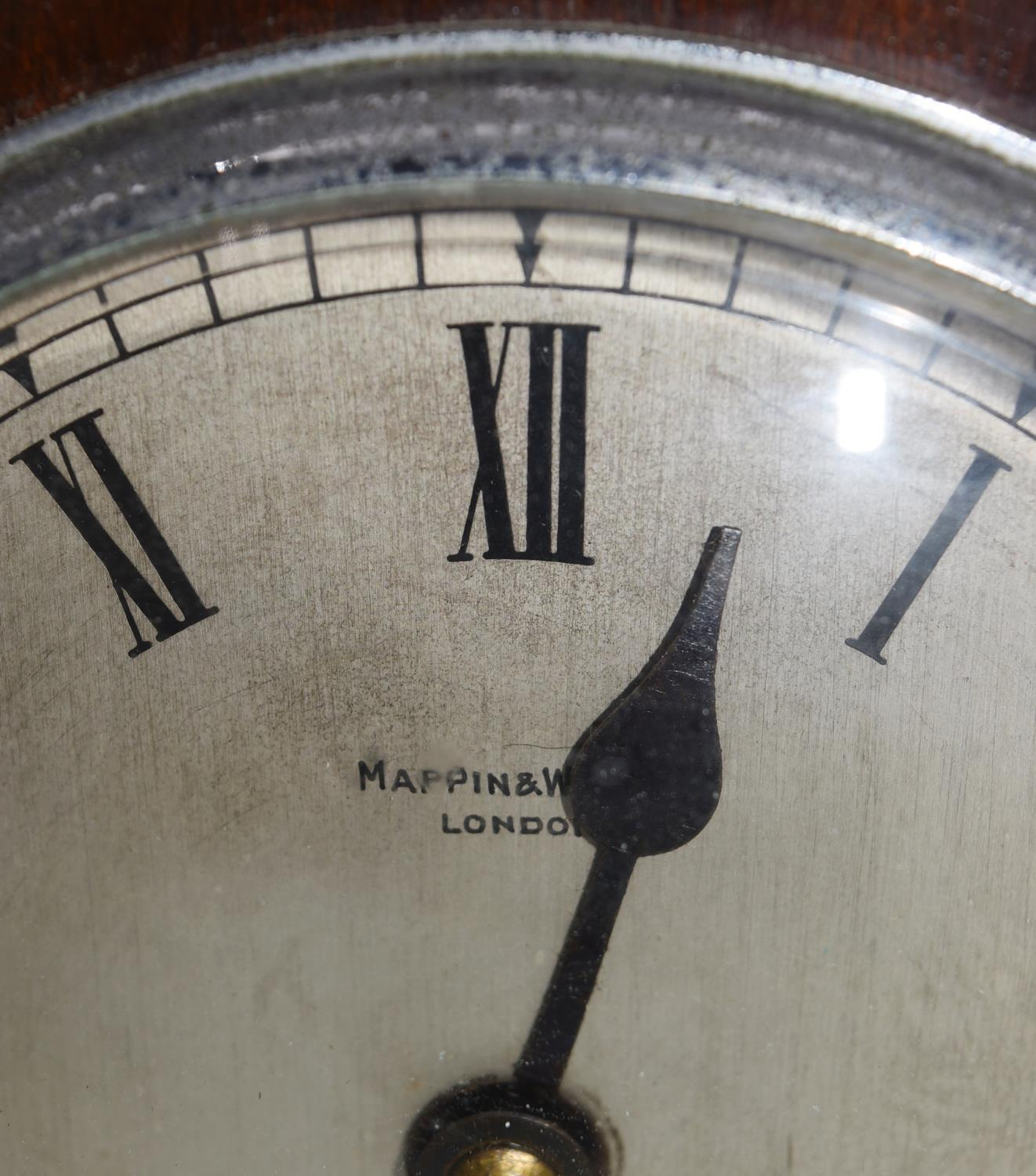 An oak cased bracket clock with brass dial and gilt metal pierced detailing to the corners and - Image 3 of 10