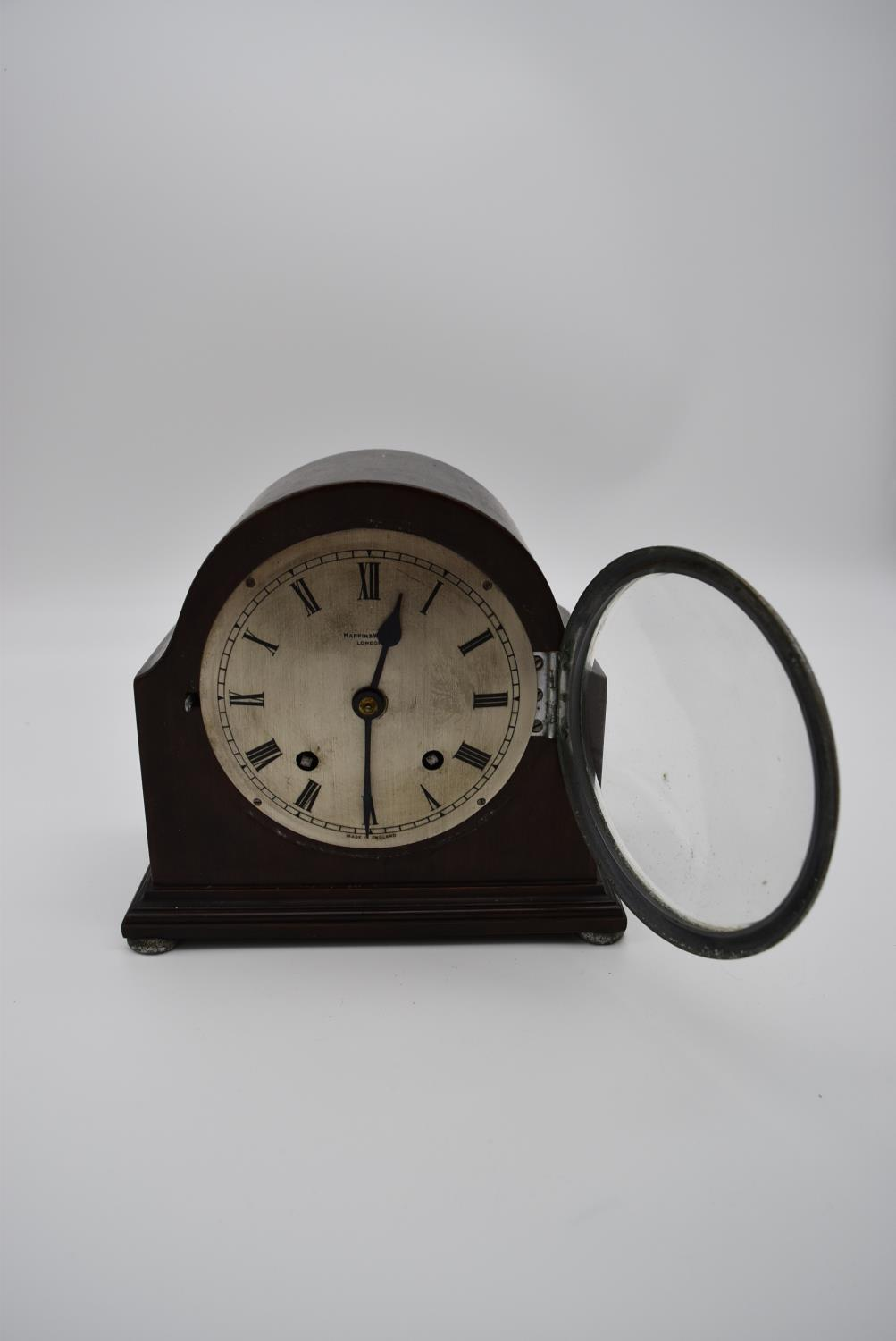 An oak cased bracket clock with brass dial and gilt metal pierced detailing to the corners and - Image 4 of 10