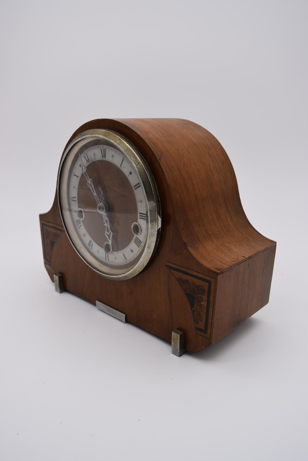 A collection of five mid 20th century mantel clocks with English brass movements. Some have roman - Image 4 of 8