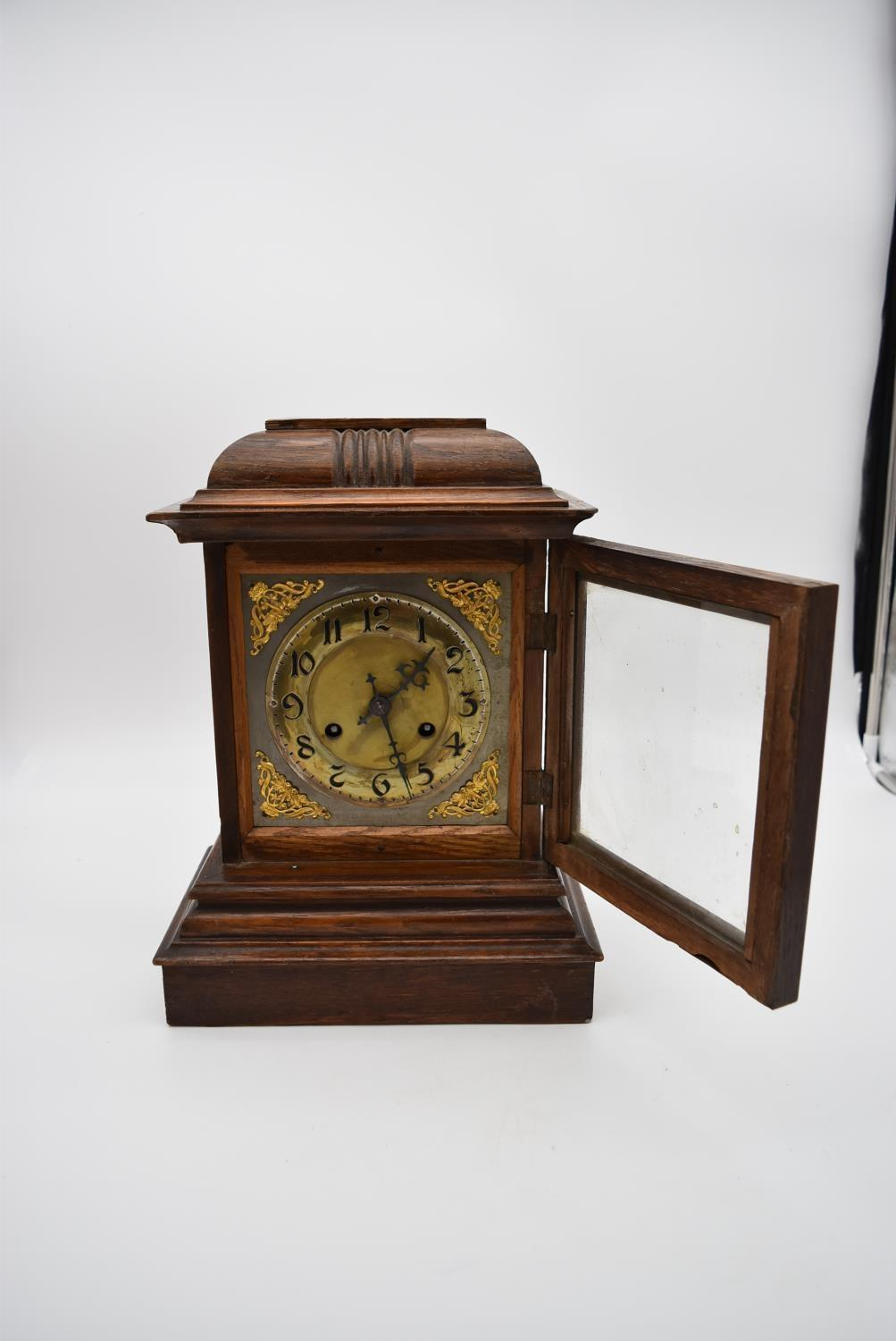 An oak cased bracket clock with brass dial and gilt metal pierced detailing to the corners and - Image 9 of 10