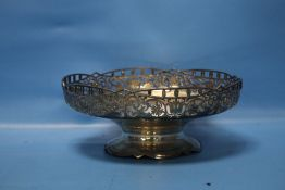 A HALLMARKED SILVER BOWL, W APPROX. 490 g