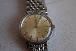 AN OMEGA SEAMASTER AUTOMATIC STAINLESS STEEL GENTLEMAN'S 1960S WRISTWATCH, on Omega grains of rice