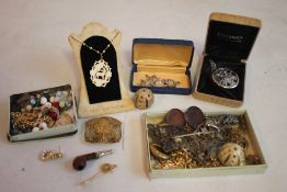 A CIGAR BOX OF VINTAGE COSTUME JEWELLERY, to include a brooch made from a nurse's buckle etc