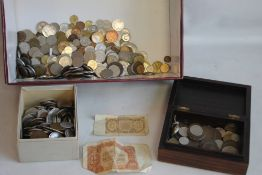 A BOX OF ASSORTED BRITISH & WORLD COINS, to include x2 Czech banknotes.