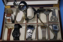 A TRAY OF ASSORTED WRIST WATCHES