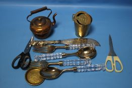 A MINIATURE COPPER KETTLE AND A QUANTITY OF GLASS HANDLED SALAD SERVERS ETC.