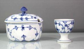 Zuckerdose und Eierbecher, Royal Copenhagen, Stabrippen, Dose H-9cm, Deckel der Dose mit kl. Chip.
