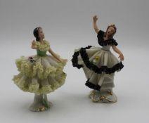 2x kl. Tänzerinnen in Spitzenkleid, je gemarkt, älter, jeweils mit Bestossungen, ca. H-10,5cm<b