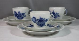 3x Kaffeegedecke, Royal Copenhagen, blaue Blume, Tasse H-6,5cm.