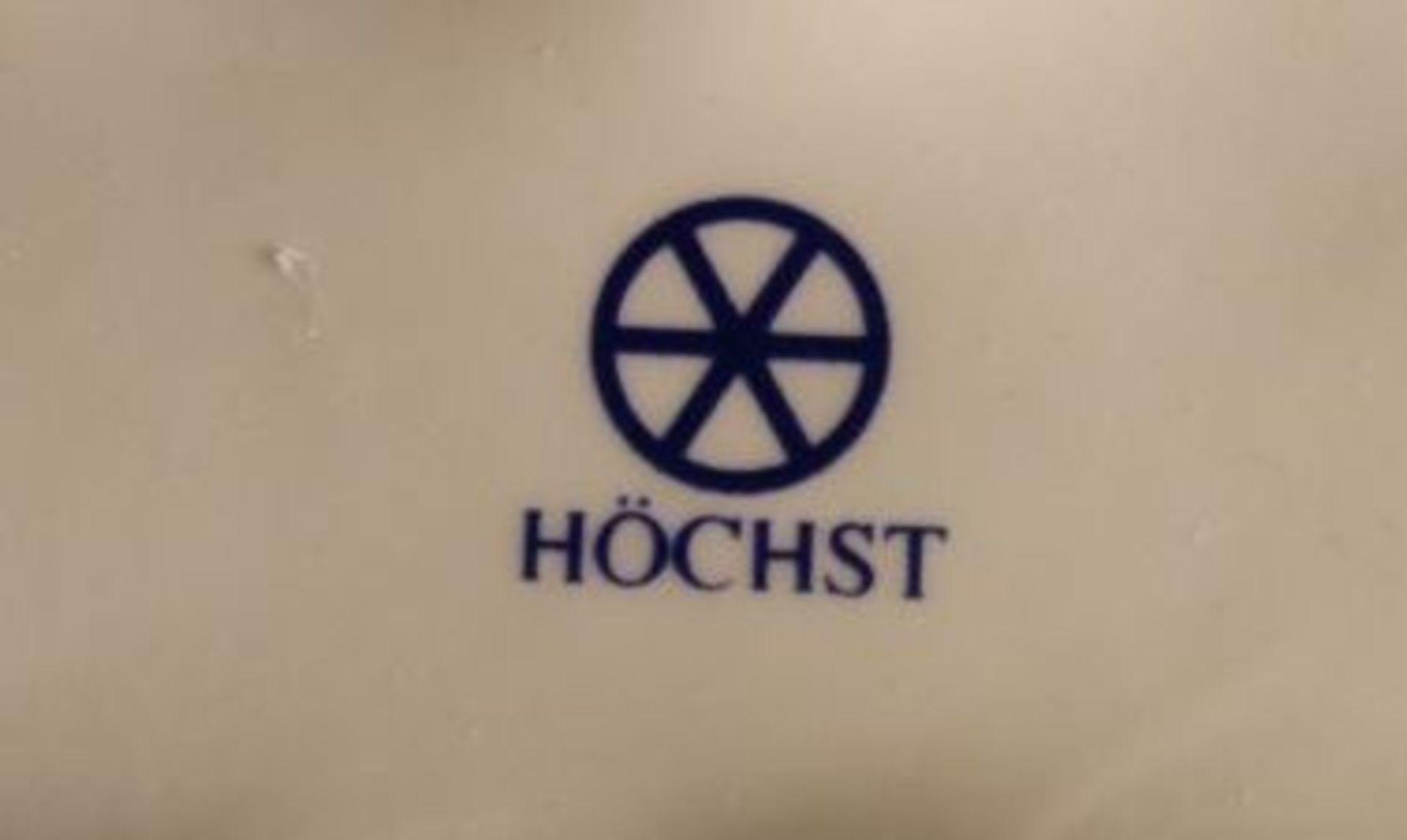Los 1057 - 3 Teile Hummel, Höchst, Hundehütte, Zaun und Wagen mit Milchkanne, je in OVP, ca. H-10cm
