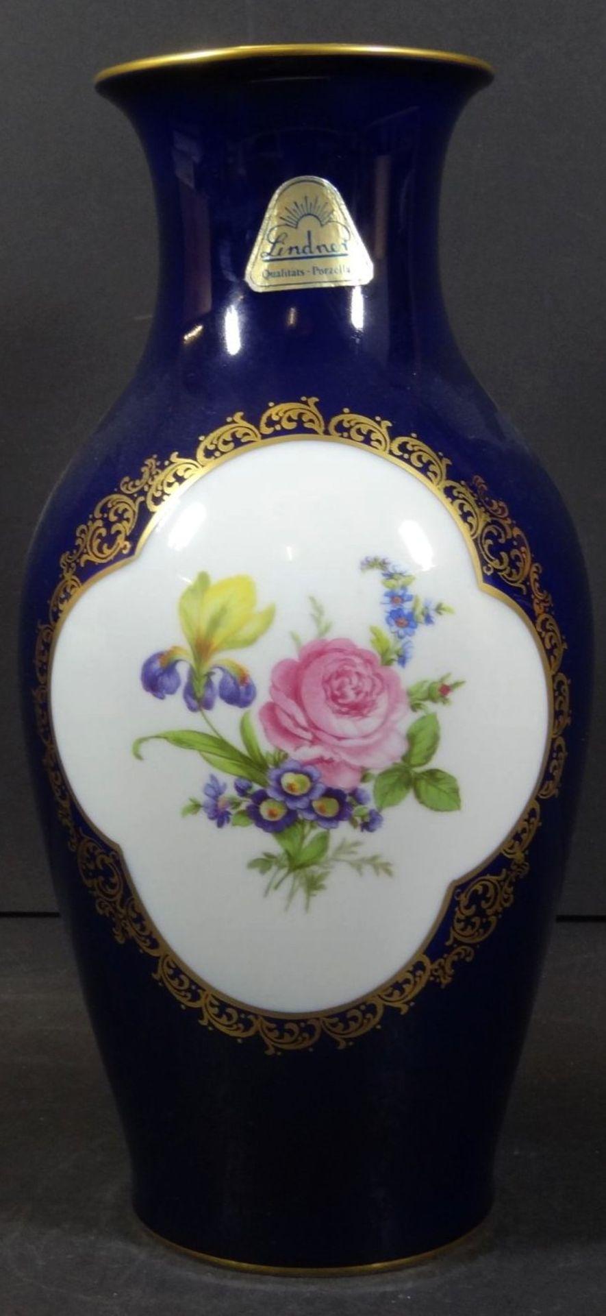 Los 1014 - 4x div Vasen mit Kobalt/Gold und Blumenmalerei, H-23 bis 26 cm,
