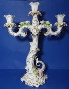 "grosser, dreiflammiger Leuchter ""Kaiser"" aufgesetzte Blüten, H-37 cm, B-30 cm, guter Zustand"
