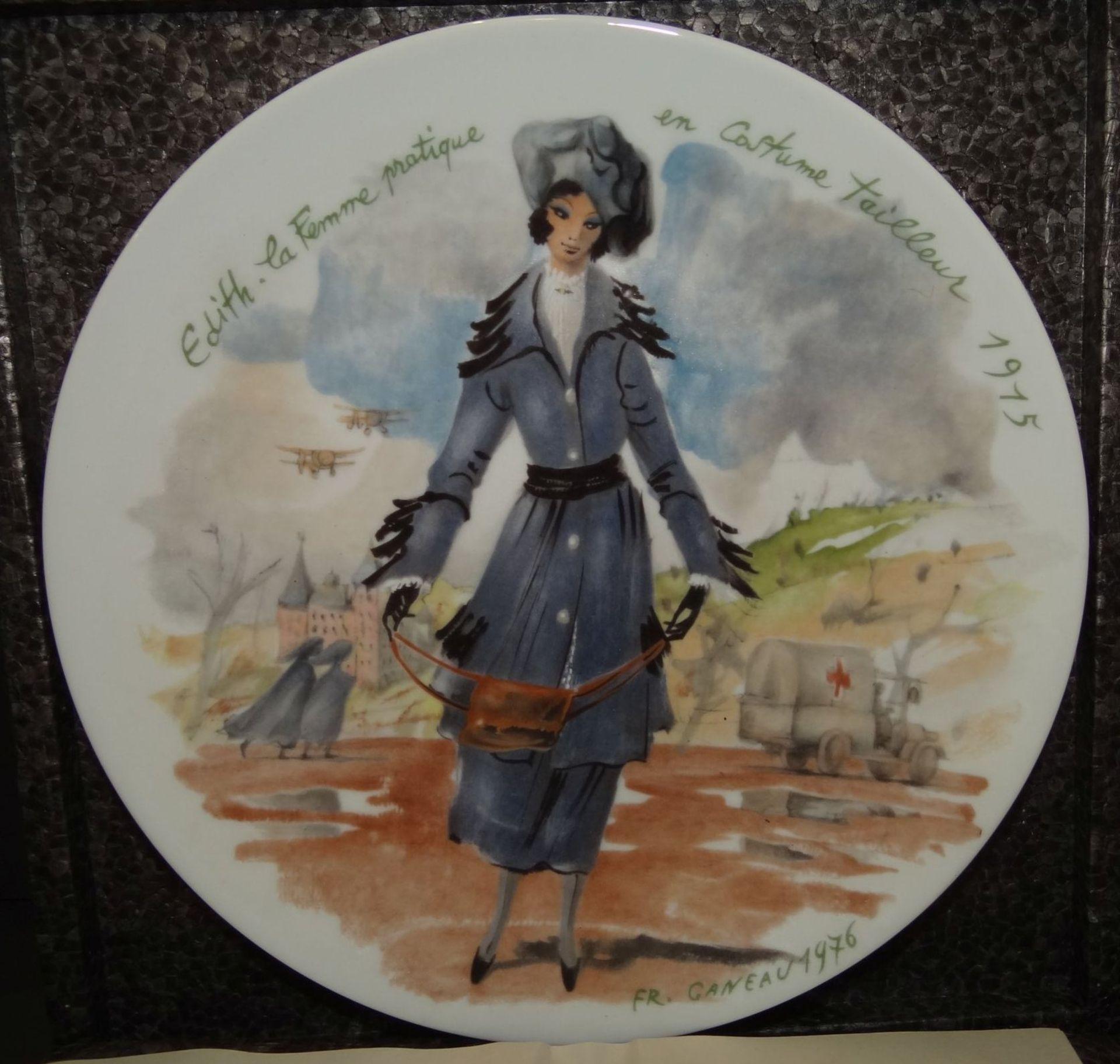 """Los 1016 - 5 Wandteller """"Limoges"""" Les femmes de siecle-1875! limitiert, in OVP tw. mit Expertise, D-21,5 cm,"""